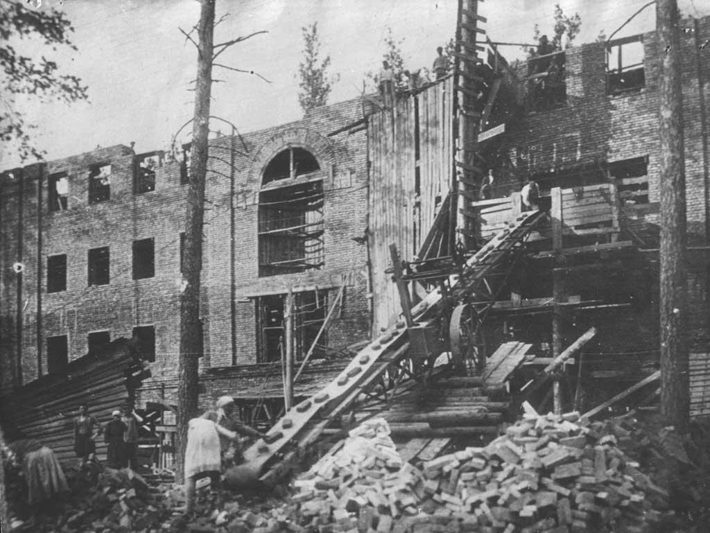 1935 г. Строительство 205 квартирного дома